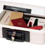 通帳や印鑑、パスポートなどの大切な物を守る耐火性保管庫